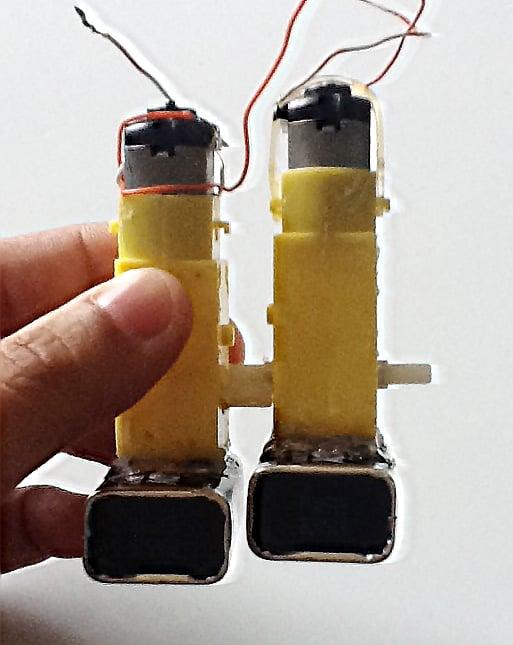 walking-robot-motor-to-motor-with-bat.jpg