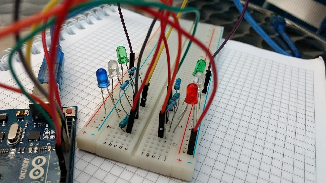 An Introduction To Breadboards And Their Uses Breadboard Maker Pro Circuit On