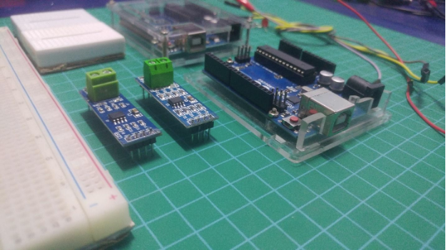 An Arduino, RS-485 Module and breadboard