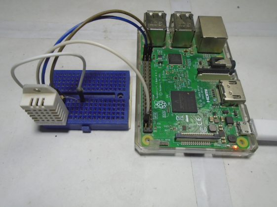 Connections of the DHT22 with Raspberry Pi