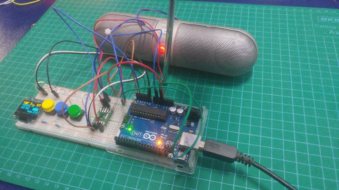 FM receiver connected to the speaker