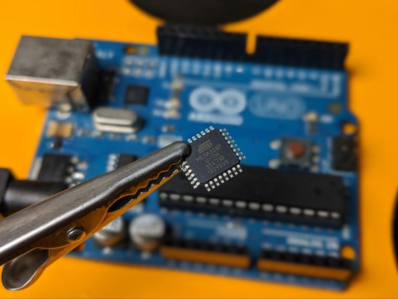 close up of atmega328p